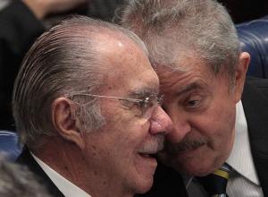 29out2013-os-ex-presidentes-lula-e-jose-sarney-receberam-LULA E SARNEY