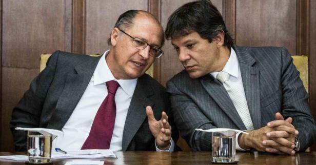 22ago2014---o-governador-de-sao-paulo-geraldo-alckmin-e-o-prefeito-da-capital-paulista-fernando-haddad-participam-de-cerimonia-de-assinatura-do-contrato-da-ppp-parceria-publico-privado-da-linha-1408723207905_956x500