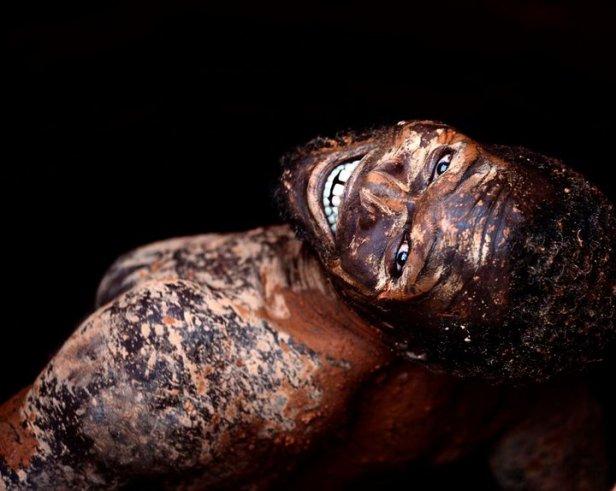 Trabalhador em mina de ouro em Moçambique - Foto de Goran Tomasevic